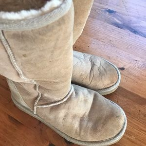 Ugg winter boots. Size W7 sand color